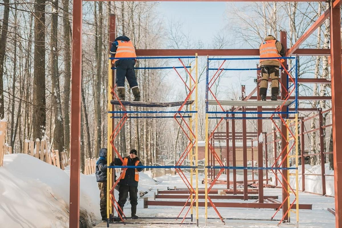 Монтаж хозяйственного блока в детском парке в «Швейцарии» завершен на 80% - фото 1