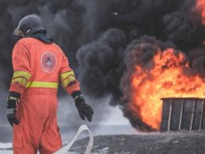 Крупный пожар возник на территории ВМЗ