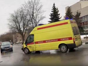 «Газель» и скорая помощь столкнулись рядом с нижегородским ТЮЗом