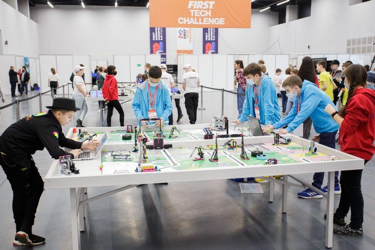 Лестницу супергероя и самозатемняющиеся очки представили школьники на чемпионате по робототехнике в Нижнем Новгороде - фото 1