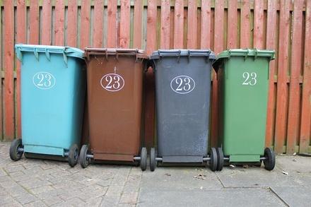 Как бороться с соседями, которые бросают мусор в подъезде