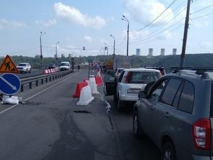 Экипажи ГИБДД будут останавливать водителей перед Мызинским мостом