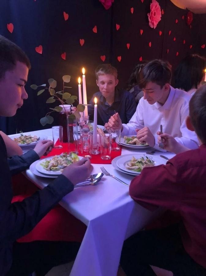 «Ресторан на один вечер» устроили для детей из Богоявленского детдома 14 февраля - фото 2