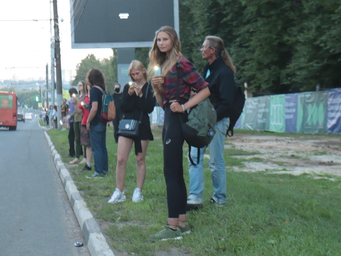 Активисты третью неделю подряд встают «живой цепочкой» вдоль парка «Швейцария» - фото 1
