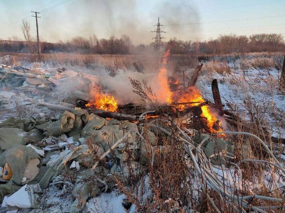 Нижегородцы пожаловались на горящую свалку около станции аэрации - фото 1