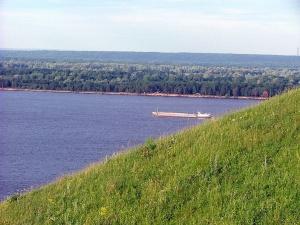 Нефтеналивную баржу «Окской судоверфи» спустили на воду в Навашине