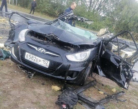Двое человек погибли при столкновении иномарки с грузовиком в Нижегородской области - фото 1
