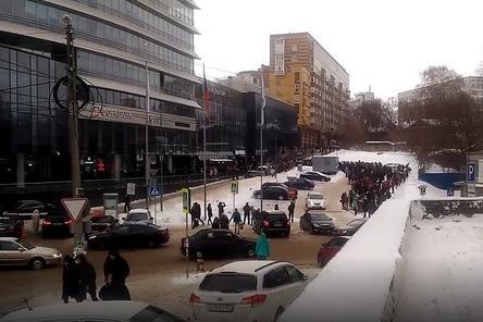 Торговые центры, больницы и школы в крупных городах России эвакуируют из-за угрозы взрыва
