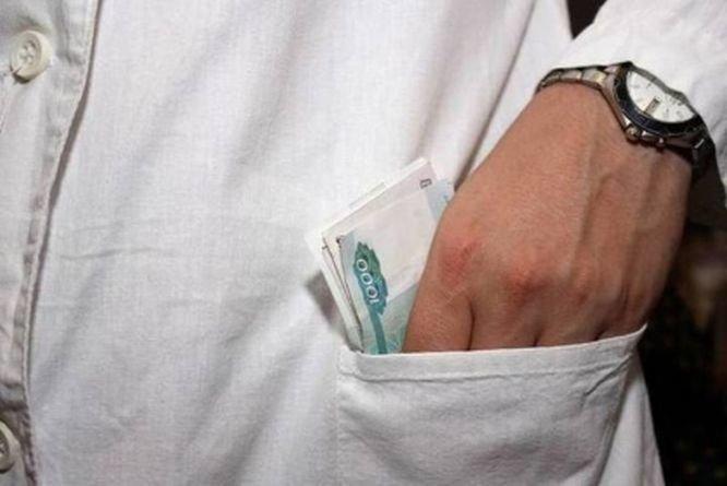 Врача арзамасской поликлиники подозревают в получении взятки за фиктивный больничный - фото 1