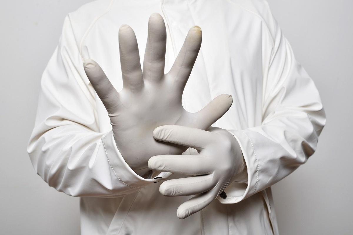 Стоит ли носить одноразовые перчатки, чтобы защититься от коронавируса - фото 1