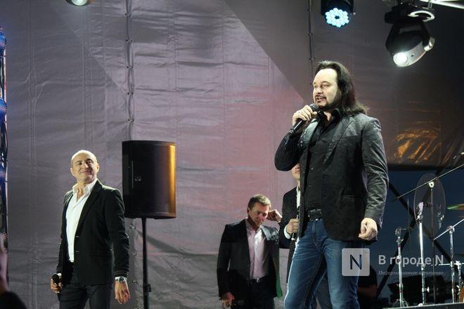 «Столица закатов» без солнца: как прошел первый день фестиваля музыки и фейерверков в Нижнем Новгороде - фото 59