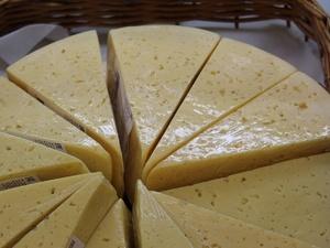 Более 100 кг санкционных сыров изъяли из магазина в центре Нижнего Новгорода