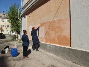 ДУК Московского района наказана за изрисованный фасад дома с мемориальной доской