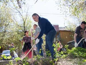 В Почаинском овраге и Александровском саду состоялись субботники