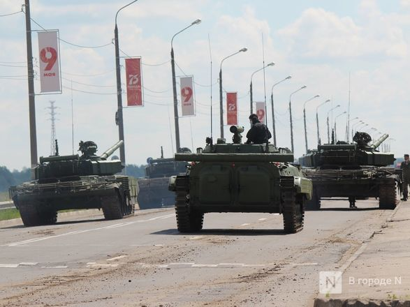 Танкисты в масках: первая репетиция парада Победы прошла в Нижнем Новгороде - фото 83