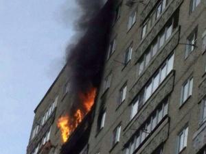 Нижегородские пожарные спасли пятерых человек из горящей многоэтажки (ФОТО)