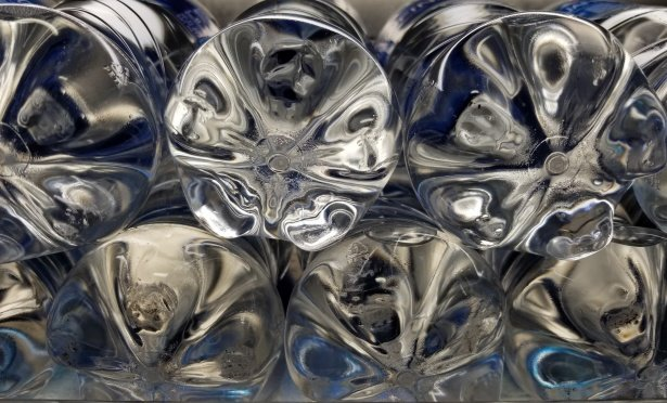 С помощью пластиковой тары нижегородцы смогут получить призы от устроителей фестиваля «Рок чистой воды» - фото 1