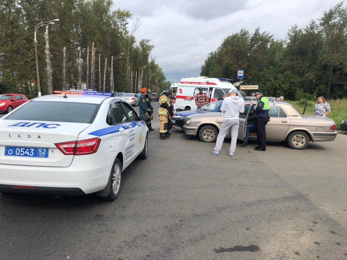 Три человека получили травмы в ДТП на кстовской автостанции - фото 1