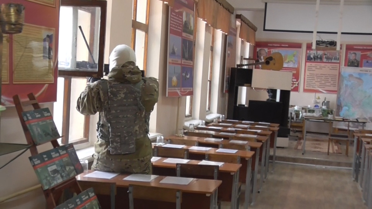 Ликвидацию условной террористической атаки на воинскую часть отработали в Володарском районе - фото 3
