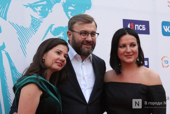Маски на красной дорожке: звезды кино приехали на «Горький fest» в Нижний Новгород - фото 58