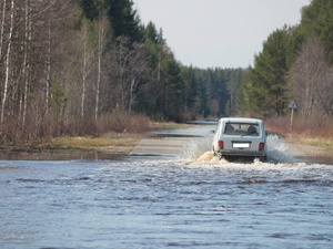 В Воскресенском районе затопило дорогу в затон имени Михеева