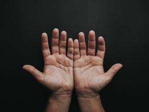 О чем говорят «ледяные» руки и что с этим делать
