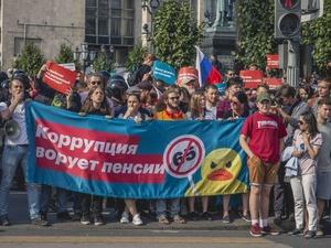 Ребенок в автозаке, драка с Жириновским и сотни задержанных: как проходили митинги против пенсионной реформы в России