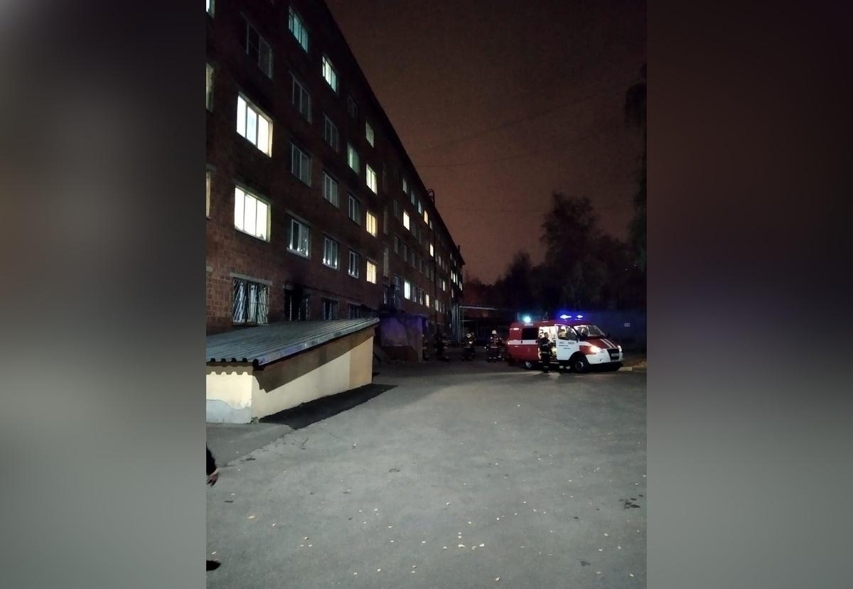 Почти 500 нижегородцев эвакуировались из загоревшегося общежития медуниверситета - фото 1